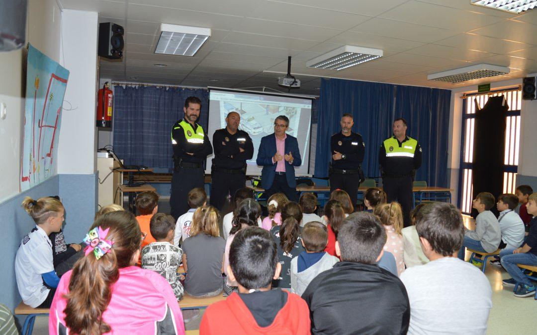 Unos 700 alumnos de centros educativos del municipio participan en la Campaña de Educación Vial impartida por la Policía Local de Rincón de la Victoria