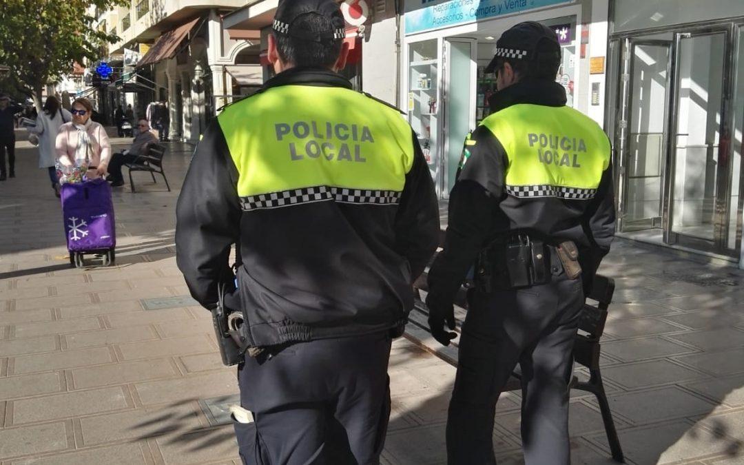 La Policía Local de Rincón de la Victoria inicia un servicio especial de seguridad con patrullas a pie por las principales avenidas y calles del municipio durante la Navidad