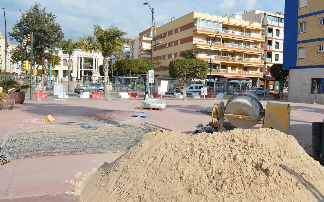 Iniciadas las obras de ampliación de la Plaza Al-Ándalus de Rincón de la Victoria que permitirán un mayor espacio peatonal en pleno centro urbano