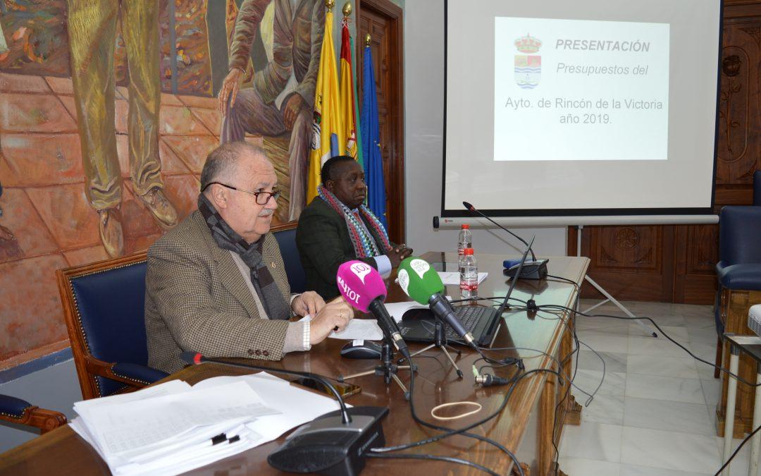 El Ayuntamiento de Rincón de la Victoria presenta un presupuesto inversor con 4.5 millones de euros de superávit para este año