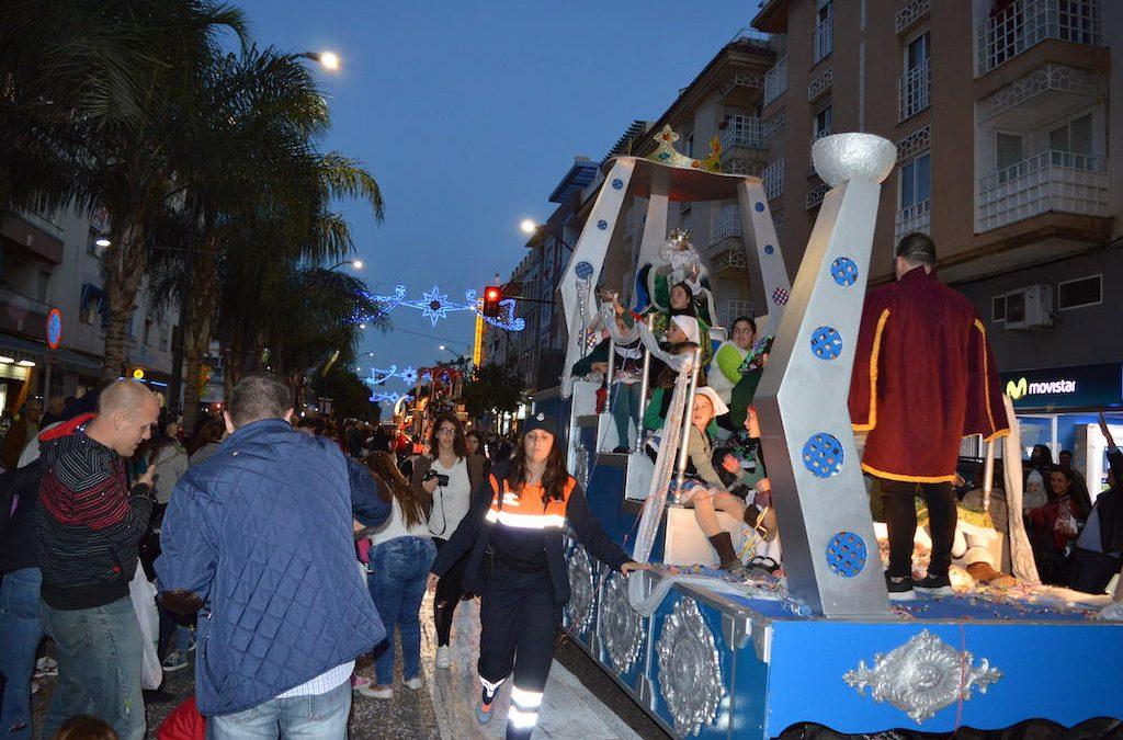 La tradicional Cabalgata de Sus Majestades los Reyes Magos repartirá 4.500 kilos de caramelos sin gluten por las calles de Rincón de la Victoria