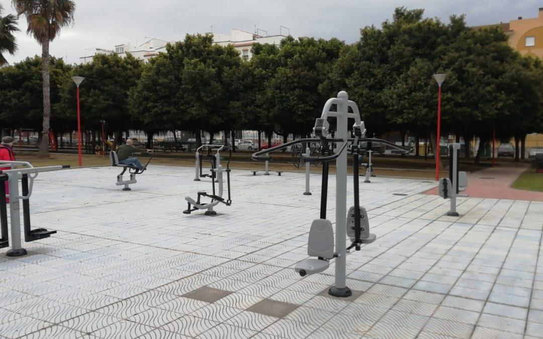 Rincón de la Victoria renueva los parques biosaludables del municipio con nuevos aparatos para la práctica deportiva al aire libre