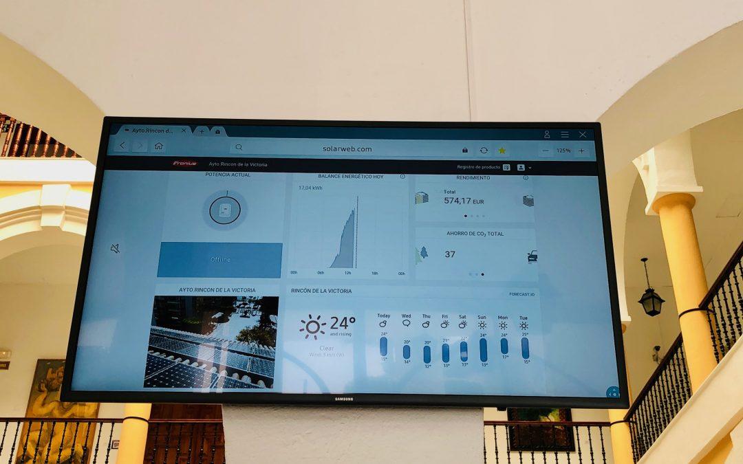 Rincón de Victoria logrará un ahorro energético de entre 3.500 y 4.000 euros al año gracias a la puesta en funcionamiento de una planta solar fotovoltaica en el Ayuntamiento
