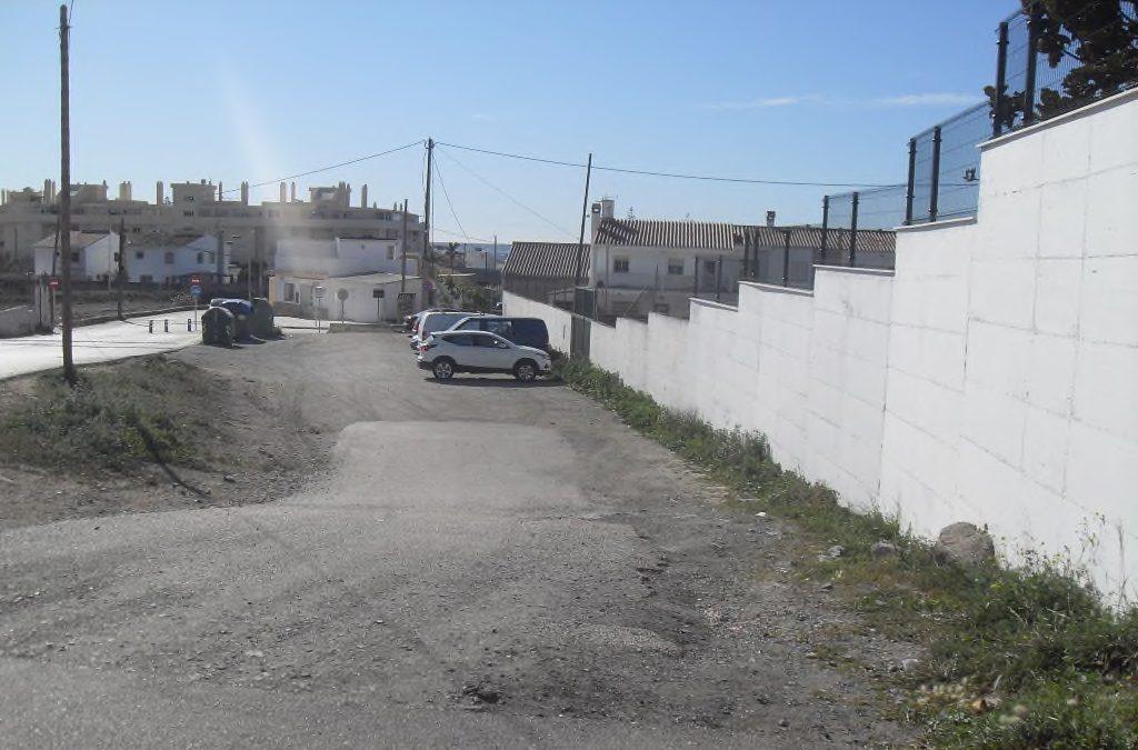 El Ayuntamiento de Rincón de la Victoria ejecuta las obras del nuevo acerado de acceso desde el cruce Camino Viejo de Vélez al CEIP La Marina