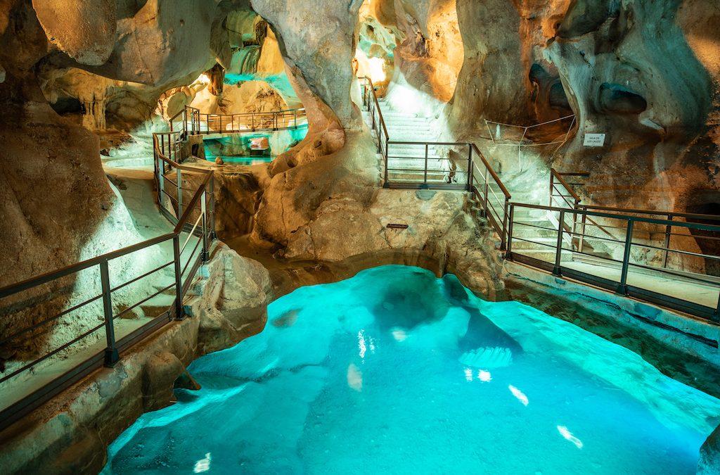 La Cueva del Tesoro de Rincón de la Victoria duplica en un año las visitas con 63.510 personas en 2019