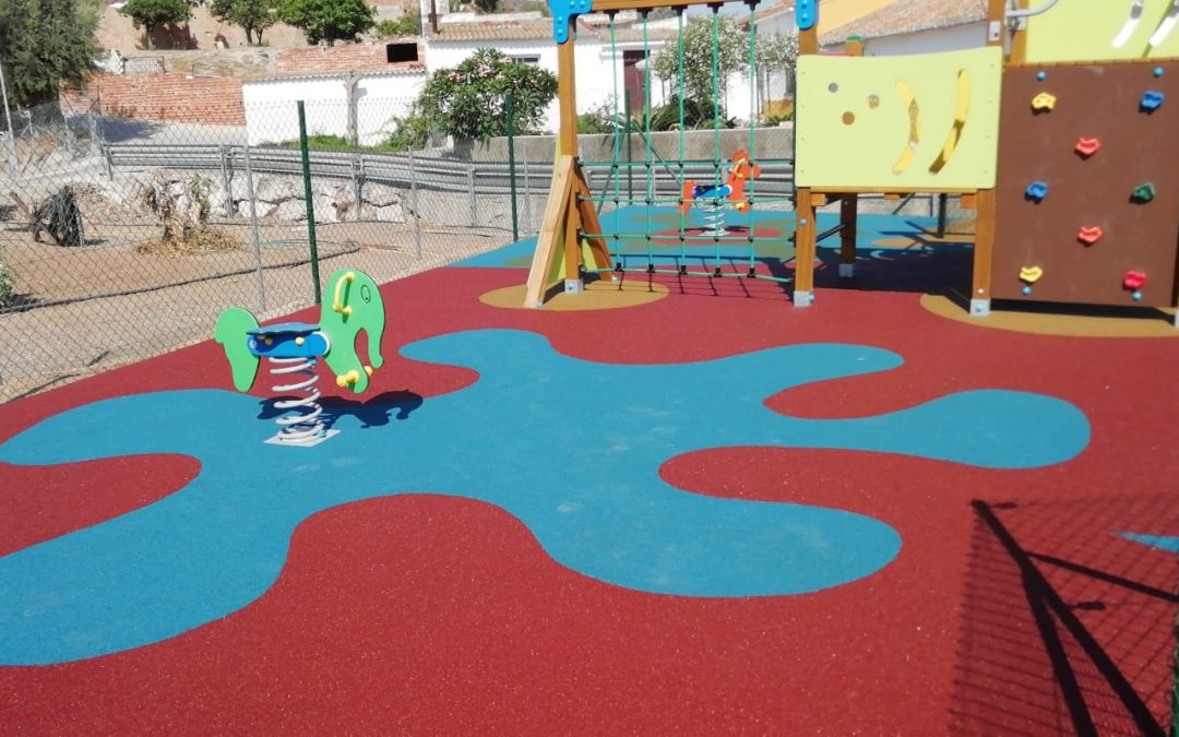 El Ayuntamiento de Rincón de la Victoria finaliza la instalación de dos nuevos parques infantiles en las zonas de Lo Cea y Cortijo Blanco