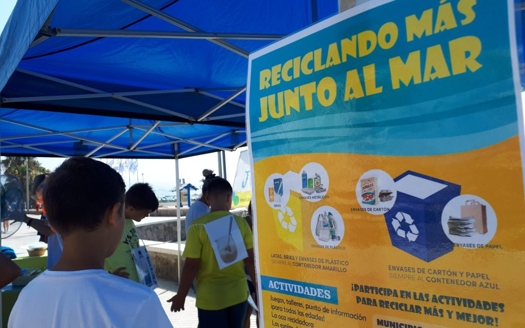Rincón de la Victoria muestra su compromiso medioambiental con la conservación y el fomento del reciclaje de residuos en las playas del municipio