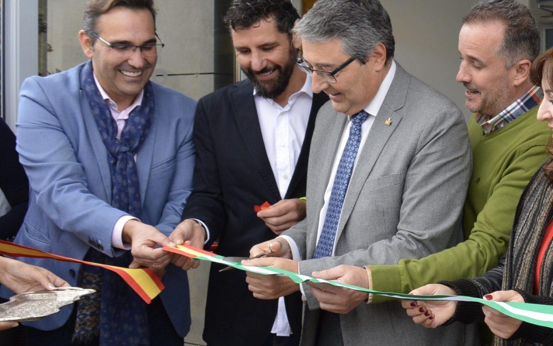 Francisco Salado destaca la apuesta decidida por el deporte en Rincón de la Victoria durante la inauguración de la Piscina Municipal Cubierta `Christian Jongeneel´