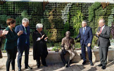 """Salado: """"Con esta escultura, el maestro Manuel Alcántara vive para siempre en Rincón de la Victoria"""""""